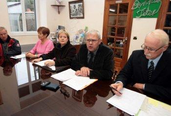 Jean-Michel Courreau, entouré de Mme Recio, Aline Jalabert et Jean-Claude Beteille.Photo DDM, Roger Garcia.
