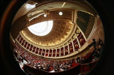 """Le député PS Jean-Jacques Urvoas accuse un """"cabinet privé"""" d'avoir rédigé une partie de la proposition de loi UMP sur la simplification du droit."""
