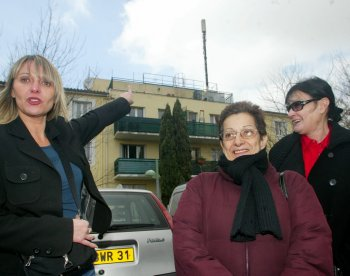 Un collectif s'est crée pour demander le retrait de l'antenne, installée en 2003. Photo DDM, Nathalie Saint-Affre