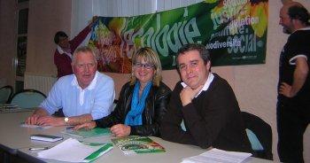 Jean-Pierre Izard,Catherine Grèze et Guillaume Cros ont rencontré les carmausins. Photo DDM,J-L.G