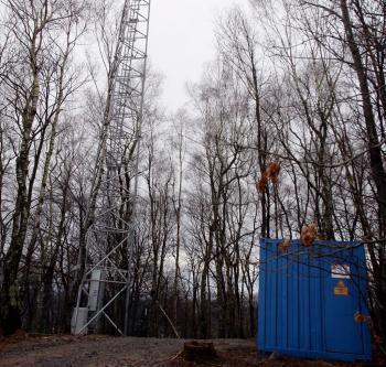 Un tube du pylône a été découpé au chalumeau./ Photo DDM, Laurent Dard.