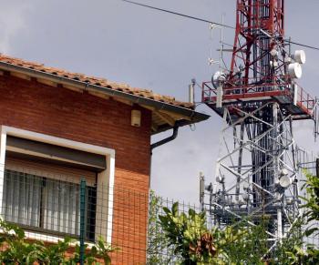 Le pylône est implanté sur la colline de Bonhoure depuis 1986/. Photo DDM Archives