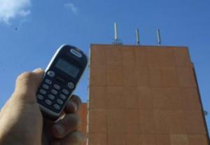 Antennes-relais : la guerre des ondes est relancée