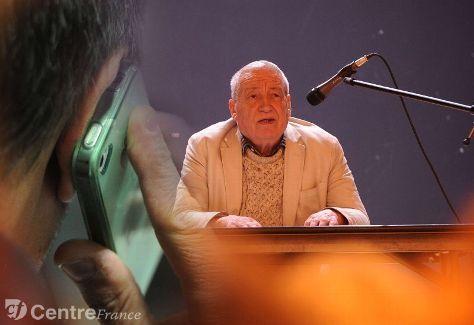 """""""Une conférence sur les risques sanitaires des ondes des antennes relais de téléphonie a eu lieu hier"""" - La Montagne - 05/11/2012"""