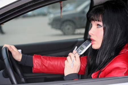 L'utilisation de téléphones portables pourrait être nocive, mais les risques seraient encore plus élevés lorsque les appels sont passés dans les moyens de transport. Au-delà des accidents potentiels en voiture, c'est surtout le passage d'une antenne relais à une autre qui serait le plus risqué.