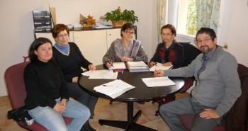 La rencontre des associations avec la députée, concernant le projet de loi Abeille./photo DDM, HB. ()