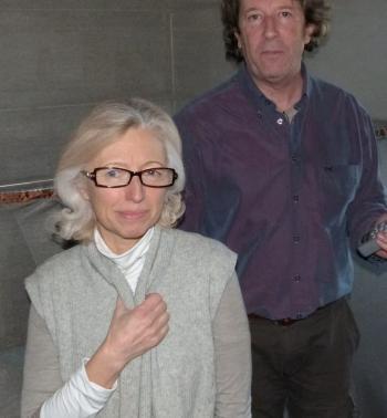 Devant la cage de Faraday, Jean-Paul mesure l'impact des rayonnements dans la chambre de Françoise./Photo DDM, Emmanuel Vaksmann ()