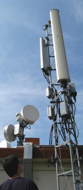 Une antenne de téléphonie mobile sur un toit de Toulouse./ Photo DDM. D. P. ()