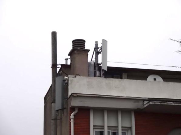 Antenne-relais au 3 place des Carmes. C'est ici que trois nouvelles vont être installées - Photo DR
