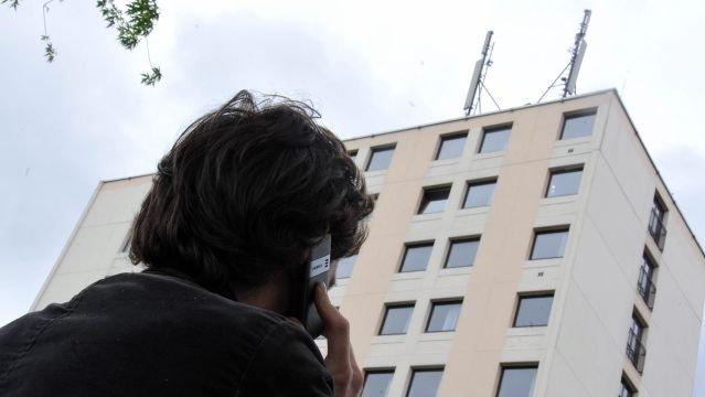 ? Les antennes –relais de téléphonie sont-elles dangereuses pour notre santé ? © MaxPPP
