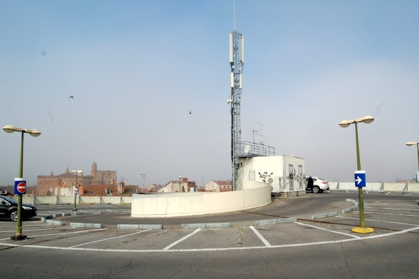 Les six antennes relais du parking des Carmes - Photo Carré d'info