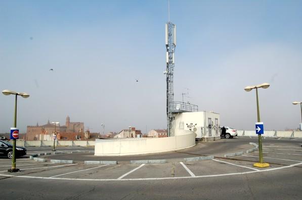 Les six antennes relais du parking des Carmes - Photo Carré d'info