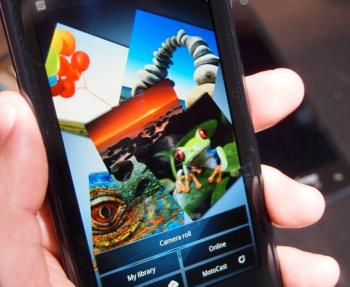Naviguer sur internet aussi rapidement sur son smartphone que sur son ordinateur, c'est ce que propose théoriquement la 4G.