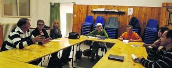 Les responsables de collectifs ariégeois se sont rassemblés pour projeter des actions communes et faire avancer les dossiers suivis par Robin des toits. /Photo DDM.