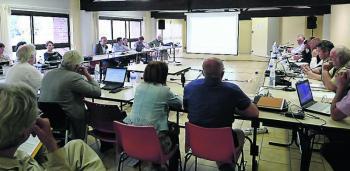 Les élus en réunion publique du conseil municipal./ Photo DDM, C. C.