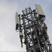 """A Paris, l'implantation d'antennes-relais 4G à """" marche forcée """""""