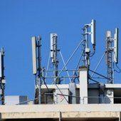 Antenne relais sur un bâtiment existant : la soumission à déclaration préalable ou permis de construire ne dépend pas de la hauteur de l'antenne (CE, 30 avril 2014) - Green Law Avocat