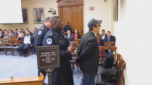 LIBERTÉ DE LA PRESSE : Arrêté pour avoir enquêté sur les gaz de schiste
